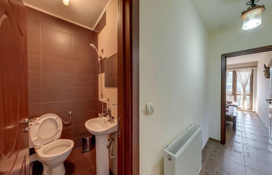 Тоалетна към студиата