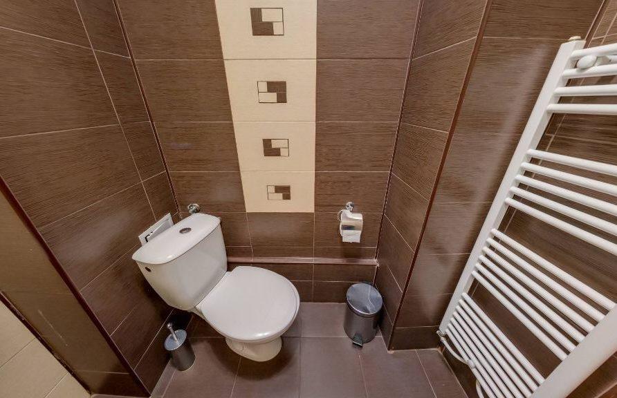 Тоалетна в тройна стая